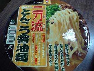 東洋水産 二刀流旨味だし/とんこつ醤油麺1.JPG