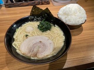 壱角家メトロ西葛西店 ラーメン醤油+ライス