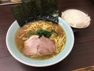 吉田屋 ラーメン並(700円)+ランチライス(100円)