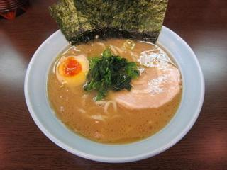 源壱家 家系六角醤油ラーメン並.JPG